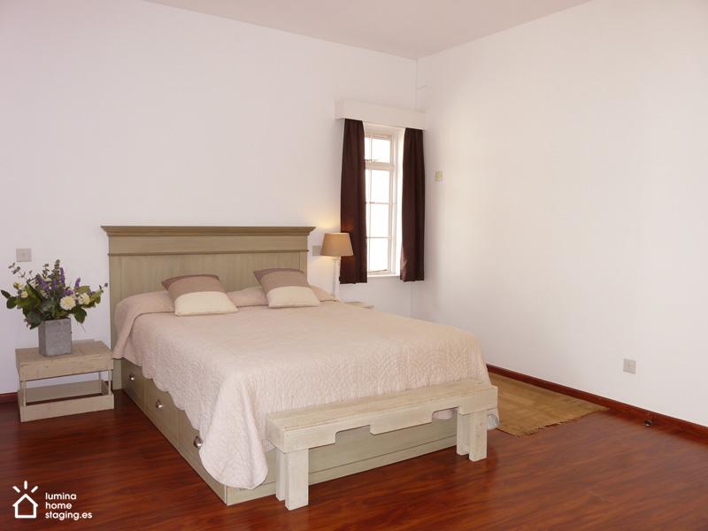 Un dormitorio amplio y sereno
