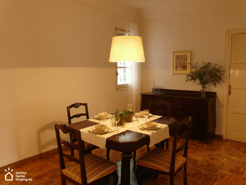Con la mesa bien puesta, el comedor ahora invita a cenar