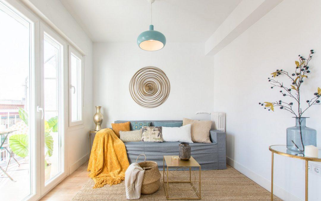 El truco más fácil para atraer a los compradores: decorar la casa con muebles de cartón