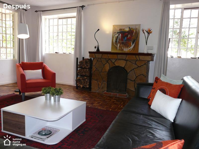 Ordenar y despejar para presentar un salón espacioso