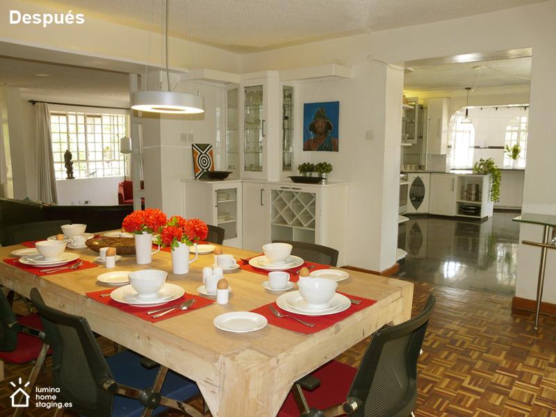 Un salón comedor abierto con buena presencia
