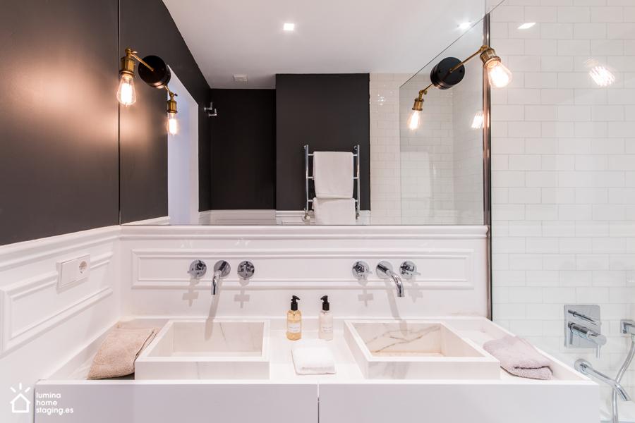 15 Blanco y negro en el baño