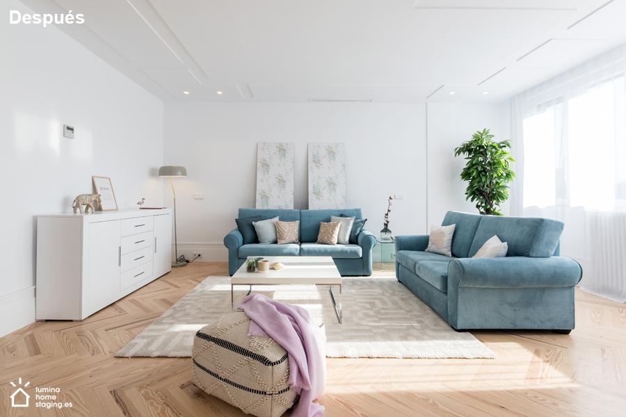 2 Un salón amueblado, destaca las posibilidades del inmueble